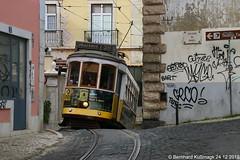 Europa, Portugal, Lisboa (Lissabon), Alfama, Calçada de Santo André Ecke Calçada da Graça (Bernhard Kußmagk) Tags: bernhardkussmagk bernhardkusmagk europa portugal lisboa lissabon alfama europe lisbon carris 900mm voieétroite narrowgauge schmalspur trolleypole stangenstromabnehmer rollenstromabnehmer zweiachser twoaxlecar strasenbahn tram tramway streetcar trolley tramm tranvía villamos tramvia sporvogn tramvaj spårvagn trikk tramvai tranvia bonde elétrico tramvay raitioliikenne sporvei spårväg трамвай τραμ 路面電車 노면전차 有軌電車 电车 kusmagk kussmagk 28 steil steep eng narrow calçadadagraça calçadadesantoandré 12