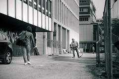Face Off (I Shot Koko) Tags: bauarbeiter baustelle menschen street ulm people streets worker passant duel duell life