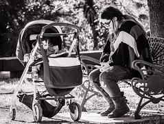 Madre con telefono  (in explore) (munover) Tags: d3400 valencia madre niño parque sol