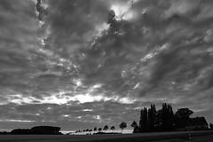 Grauer Wetterwechsel (Rolf Pahnhenrich) Tags: wolken monochrome rolfpahnhenrich regen canoneos5dmarkii schlechtwetter abendhimmel einsamkeit landschaft landscape