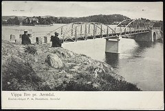 Postkort fra Arendal (Avtrykket) Tags: bolighus bro brokar elv hus mann postkort vassdrag arendal austagder norway