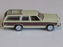 Greenlight 1:64 Estate Wagons - 1985 Ford LTD Country Squire (RS 1990) Tags: greenlight 164 ford ltd countrysquire wagon estatewagons series1 car diecast december 2018