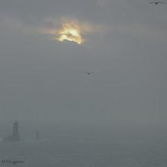 en envol (mimu_13) Tags: bretagne cledencapsizun europe finistere france pointeduvan architecture carré coucherdesoleil fyr lighthouse mer paysage phare square samsungnx nx500