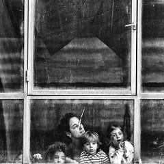 La grande fenêtre... (JM@MC) Tags: square quad carré blackandwhite noiretblanc frichedelabelledemai marseille