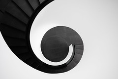 Harmonies and contrasts. (Matthias Dengler || www.snapshopped.com) Tags: matthias dengler snapshopped architecture art archi architectural architektur germany minimal minimalism minimalistic minimalist urban stairs staircase