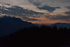 Sunset In The Mountains - 13 (Average Photographer 1992) Tags: landscapephotography landscapes landscape nikon nikonphotography nikonphotographer nikonuser nikonphoto nikond7200 nature naturephotography mountain mountains squamish seatoskygondola britishcolumbia britishcolumbiacanada canada tree trees august august2018 earth mountainrange mountainranges mountainscape scapes summer summer2018 vacation photography thechief skypilot sunset sunsets sunsetphotography