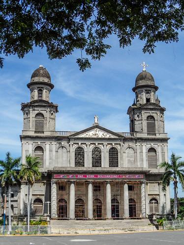 2011-08-27 (19) Ruine der alten Kathedrale in Managua (Nicaragua) - Beim Erdbeben von 1972 wurde die Catedral de Santiago de Managua schwer beschaedigt und konnte nicht mehr restauriert werden, die Ruine steht seitdem leer. 1993 wurde eine neue Kathedrale