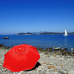 Baratti, Toscana, Italia (pom'.) Tags: panasonicdmctz101 april 2018 italia italy toscana tuscany piombino livorno golfodibaratti baratti marligure mediterraneo mediterraneansea europeanunion 100 red beach sail sailing 200 300