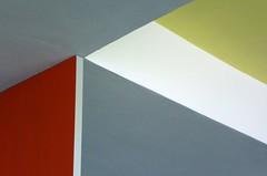 Deckensturz 3  2018 (HolgerArt) Tags: bauhaus dessau unescounescoweltkulturerbe weltkulturerbe gropius deckensturz farbe winkel abstrakt ceiling fall colour corner abstract