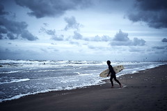at the shore (Elmar Egner) Tags: beach beachlife biogon35 zeiss fuji clouds surf surfer surfing blue cold biogont235