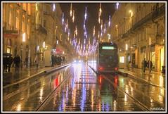 Magie de lumière ! BORDEAUX (Les photos de LN) Tags: bordeaux portdelalune gironde nouvelleaquitaine lumière illuminationsdenoël ville pluie effetmiroir rails tram nuit rue cours avenue coursdelintendance féerie