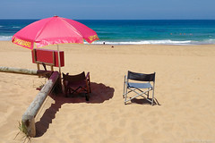 postcard from Sydney  #123430922 (lynnb's snaps) Tags: monavale motog3 beach cellphones chairs colour digital ocean sand umbrellas 2018 umbrella red sydney australia