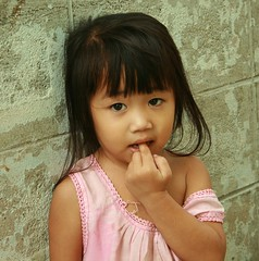shy girl (the foreign photographer - ฝรั่งถ่) Tags: shy girl child khlong thanon portraits bangkhen bangkok thailand canon