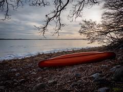 P1120003.jpg (Mircada) Tags: landskap vinter kanot strand roxen