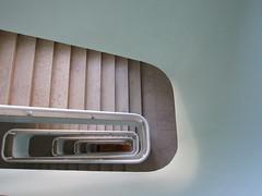 De Cima para Baixo (Descente) (anaritaperalta) Tags: escada metal