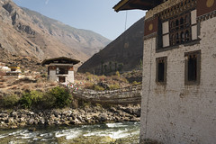 14th century iron chain bridge (Eduardo_il_Magnifico) Tags: bridge structure iron footbridge river brick building temple dzong water flow paro bhutan chu old nikond750 sigma35mmf14 polariser