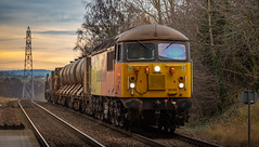 Colas Railfreight Class 56 no 56105 approaches Bolton Upon Dearne on 10-01-2019 with a RHTT move to York. (kevaruka) Tags: doncaster yorkshire southyorkshire station class37 class56 class91 intercity britishrail networkrail colas colasrailfreight drs directrailservices rhtt trains train transport thephotographyblog telephototrains telephoto colour colours color colors winter 2019 january england canon canoneos5dmk3 canon5dmk3 canon70200f28ismk2 5d3 5diii 5d 5dmk3 composition locomotive outdoor railway 56105