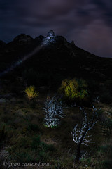 TRES CASTELLS (juan carlos luna monfort) Tags: nocturna noche night largaexposicion tripode flash linternas lightpainting arbol paisaje naturaleza montaña cielotormentoso lasenia montsia tarragona nikond7200 sigma1750 calma paz tranquilidad