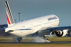 Air France   Boeing 777-328 (ER)   F-GZNI (Olivier_Pirnay) Tags: montréal cyul yul airfrance boeing777328er fgzni boeing