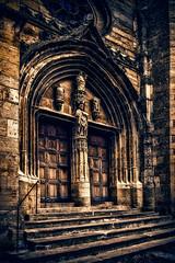 Saint-Côme-d'Olt (Terre d'Aveyron) Tags: saintcômedolt porte église aveyron france plus beau village de escalier marche sculpture