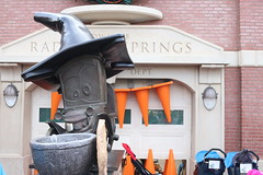 "Cars Land at Halloween • <a style=""font-size:0.8em;"" href=""http://www.flickr.com/photos/28558260@N04/31108990027/"" target=""_blank"">View on Flickr</a>"