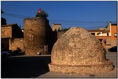 Antic abeurador, Palau-sator (el Baix Empordà) (Jesús Cano Sánchez) Tags: elsenyordelsbertins fujifilm xq1 catalunya cataluña catalonia gironaprovincia emporda ampurdan baixemporda bajoampurdan palausator muralles murallas walls castell castillo castle romanic romanico romanesque catalunyaromanica catalunyamedieval middleages