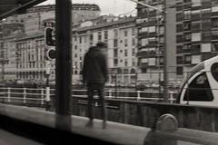 Atxuri (Igorza76) Tags: bilbo bilbao estación tren trenes train station geltokia trena atxuri euskotren línea e4 gazte joven young boy street photography fotografía callejera kale argazkilaritza blanco negro zuri beltz baltz black white bw bn zb