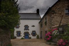 Ferme bretonne - Breton farm (JLM62380) Tags: saintsuliac village bretagne breizh britain france ciel bâtiment ferme farm puits seau granit nuages