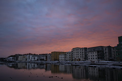 Västra Sannegårdskajen (Rudi Pauwels) Tags: fotosondag fs190203 frihet sannegardshamnen sannegardskajen sunset solnedgång pink pinksky water pinkwater reflections pinkrefelctions houses waterside zoom clouds pinkish sigma 1850mm sigma1850mm nikon d7100 nikond7100