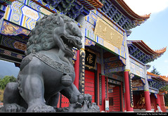 Chong Shen Monastery, Dali, Yunnan, China (JH_1982) Tags: chong shen monastery sheng si santa tianlong 崇圣寺三塔 chingsheng tempel temple buddhism buddhist buddha dragon gate tor religion religious spiritual art cang mountain cangshan 苍山 kloster dali tali 大理市 大理镇 大理古城 old town oldtown 다리 시 дали yunnan 云南 雲南省 윈난성 юньнань peoples republic china prc chine cina 中国 中國 中华人民共和国 중화인민공화국 китайская народная республика