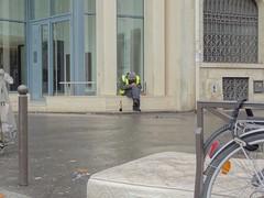 (.L.C.) Tags: paris riot manifestation avenuekleber 75016