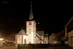 Total Lunar Eclipse - 2019 01 21 (Church Mörlenbach, Germany) (Rita Eberle-Wessner) Tags: totalemondfinsternis2019 supermoon supermooneclipse2019 blutmond blutmond2019 himmel sky moon mond church kirche turm churchtower nacht night totallunareclipse2019 rathaus stbartholomäusmörlenbach mondfinsternis lunareclipse lunareclipse2019