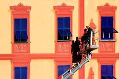 Pittore ti voglio parlare (meghimeg) Tags: 2018 rapallo facciata facade building palazzo pittori painter ombra shadow sole sun