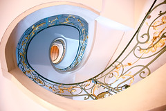 The old one II (kuestenkind) Tags: treppenhaus treppe alt berlin hackeschehöfe old staircase gold blue blau