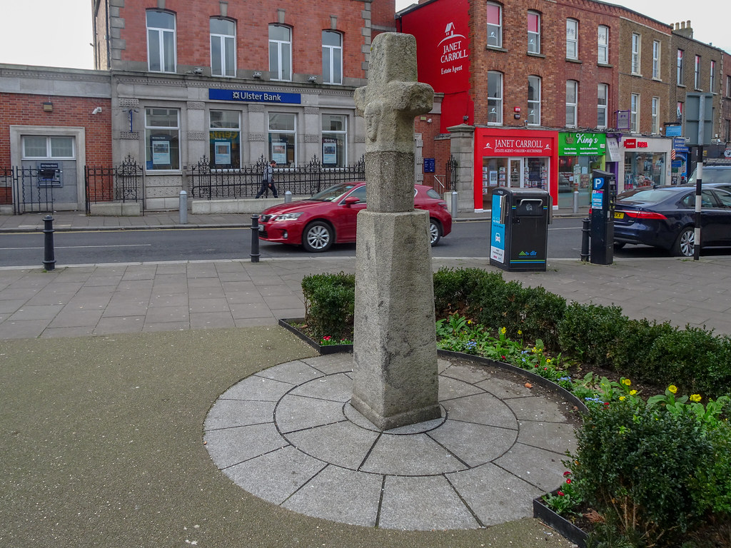 THE MARKET CROSS IN BLACKROCK [MAIN STREET]-148118