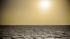 Exagonos de sal, la forma natural más estable, Salinas húmedas, Desierto de Dallol, Ethiopia (pepoexpress - A few million thanks!) Tags: nikon nikkor d750 nikond75024120f4 nikond750 24120mmafs pepoexpressflickr dallol ethiopia desert desierto africa sunset sunrise goldenhour
