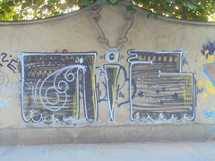 229 (en-ri) Tags: aiz crew nero bianco giallo torino wall muro graffiti writing
