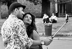 """""""per conoscere il valore della gioia devi avere qualcuno con cui condividerla"""" [Mark Twain] (rossolev) Tags: milano italia portrait ritratto coppia selfie amore salvinimifaincazzare salvinièpropriounostupidello dimaiofaridere governodisciocchi occhibelli love mano cellulare lamanina"""