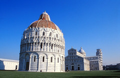 Piazza dei Miracoli, Pisa (demeeschter) Tags: italy toscana pisa architecture leaning tower medieval church basilica city town river cathedral religion roman unesco world heritage attraction building museum