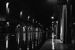 IMG_0029 (cestlameremichel) Tags: night party analog analogue analogica pellicule argentique 35mm bnw black white noir et blanc film minolta dynax 40 kodak tmax p3200 3200 iso monochrome manochromatic bordeaux ma ville