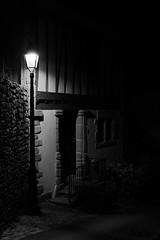 2019 Janvier - Hennebont (Nuit).001 (hubert_lan562) Tags: nuit soir noir lumiere hennebont lorient night blanc monochrome mur 56 bzh morbihan bretagne eclairage architecture