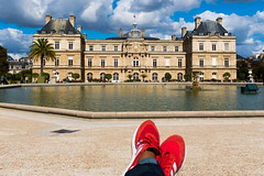 Jardin du Luxembourg (fjvallejo) Tags: paris red shoes jardin du luxembourg jardinduluxembourg water palace adidas sun fountain vivid colors color