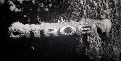 Gerade Schnee abgefegt, schon wieder neuer Schnee drauf. Auf den Scheiben angefroren. Kratzer wieder rausgeholt. (eagle1effi) Tags: geradeschneeabgefegt schonwiederneuerschneedraufaufdenscheibenangefrorenkratzerwiederrausgeholt s7 schnee snow citroen grandc4 picasso grand c4 20 hdi millenium spacetourer gt 150 hp ps