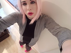 Trying out pink hair for the first time, then going on cam to see what the internet thinks of it :) (Ana Keel) Tags: trap transgender trans transisbeautiful tranny transcend girlslikeus crossdressers crossdressing crossdreamer crossdresser feminisation femboy tgirl tgurl tgirls tg ts pinkhair pink pretty beautiful beauty