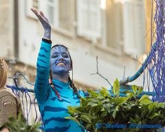 """Avatar"" au Carnaval d'Estavayer (Stefano Procenzano) Tags: estavayer fr svizzera ch cantonfribourg carnavaldestavayer carnaval carnevale carnival avatar availablelight reportage people portrait nikon nikkor d750 nikond750 nikkor80200mmf28edaf 80200mm f28 80200mmf28"