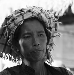 Pa o woman - Pwe Sar Kone - Myanmar (lotusblancphotography) Tags: burma birmanie myanmar travel voyage people personnes gens woman femme portrait monochrome blackwhite