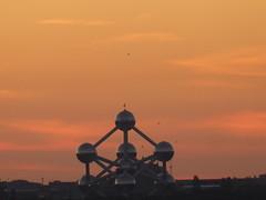 Atomium at dusk (seikinsou) Tags: brussels belgium bruxelles belgique summer midsummer dusk sky golden cloud skyline atomium