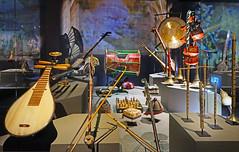 "La vitrine du ""Pays du Dragon"" (MùSIC, musée des instruments de Céret) (dalbera) Tags: dalbera music muséedesinstruments instrumentstraditionnelschinois céret france pyrénéesorientales vallespir ethnomusicologie"