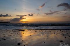 presque au ras du sable pour un maximum de reflet (Paul Kerrien) Tags: finistere bzh paysage matin rivage bretagne