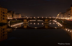 Ponte e riflessi da ponte vecchio (FedeWatchTheHorizon) Tags: firenze florence pontevecchio night bridge riflessi lights notte fiume river arno
